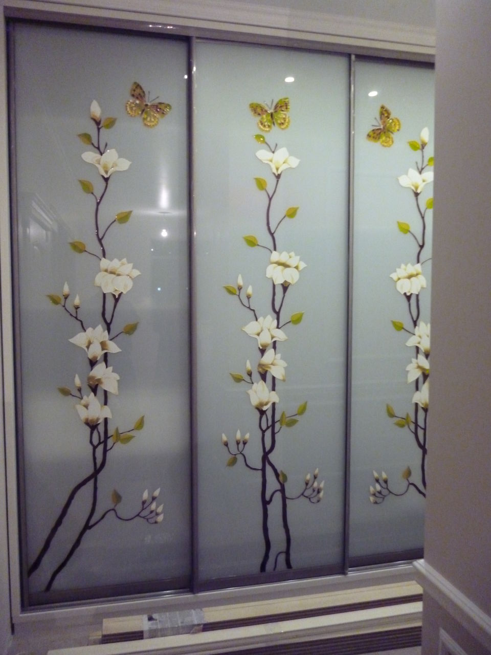 Фото цветы на зеркале